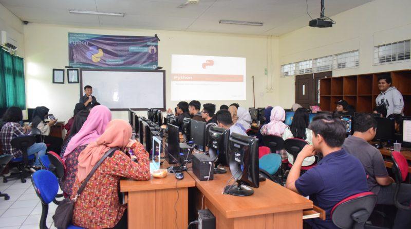 HIMASI Kenalkan Bahasa Pemrograman Python Kepada Mahasiswa
