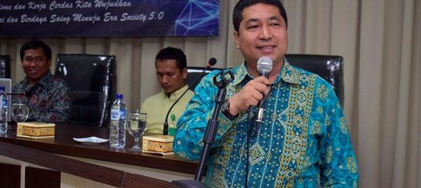 Wakil-Rektor-Bidang-Akademik-UNAS-Prof.-Dr.-Iskandar-Fitri-S.T.-M.T.-sedang-menyampaikan-sambutannya-di-acara-yudisium-FTKI-di-Menara-UNAS-Ragunan-Senin-15-4.